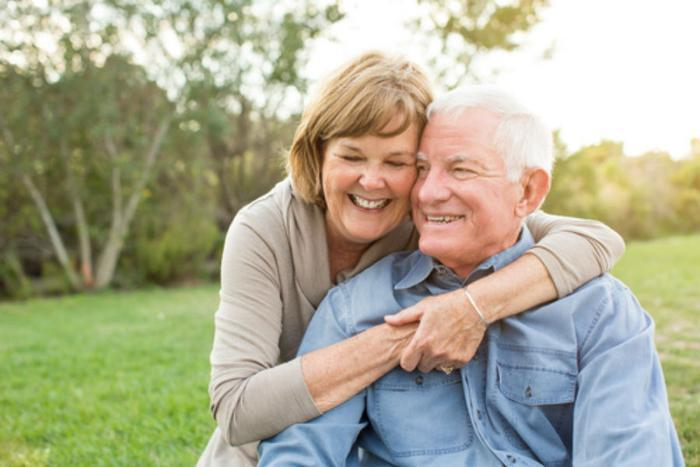 Happy_older_couple_Phase4Photography_Fotolia_large.jpg
